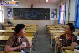 几十年未见的老校友们终于坐到了一起,似乎有说不完的话-53届香港...