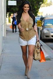 裸色高跟鞋是令身材瞬间增高的最佳法宝-肉丸女孩 巧搭展现好身材