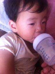 这是我的大宝啦,二宝因为还没满... 而且我的奶涨的也是很厉害,动不...