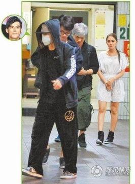 好了avhaole001-2013年10月,刚满20岁的昆凌与人看电影,周杰伦一同正面蒙脸现身...