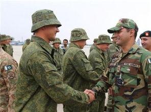 ...演习的俄罗斯与巴基斯坦军人会面-巴基斯坦计划新增580辆坦克 增强...