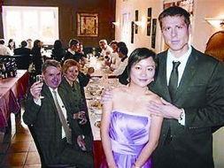 ...港女子马雯倩(音译)13日准备和25岁的法国男友斯蒂芬·萨热在法...