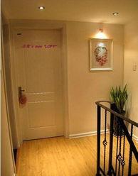 一楼通往二楼的楼梯,直的楼梯比较节约空间.-简欧混搭3室2厅LOFT...