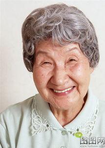 快乐表情的老太太图片素材下载