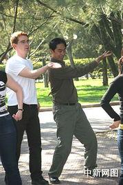 学生是清一色的外国人,虽然学员们肤色各异,操着不同的语言,但太...