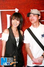 贝日记   》亚洲首映式在京举行,... 原件.   展示劳拉奖奖杯   图片   ...