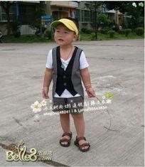 一岁七个月小帅哥宝宝的模特秀..