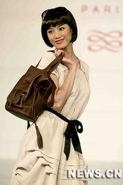 ...风情的多款优雅不凡的世界顶级手袋的风采.新华社记者  -法国知名...