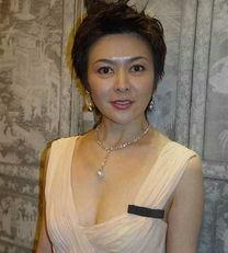 殷桃三级片-董洁离婚后现身面容憔悴 看被男人折磨的女星