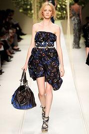 好女色在线-浓烈的彩色   彩色的混搭带出了当今的流行趋势,也让女人们的穿着搭...