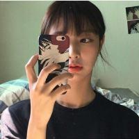 时尚热门的手机控qq女生头像