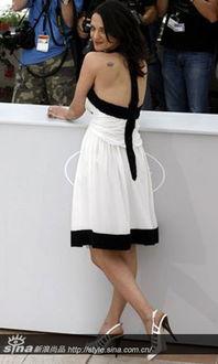 ...艾莎-阿基多的纹身是带翅膀的赤裸的天使.-好莱坞女星艾莎 阿基多 ...