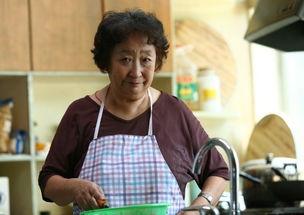 剧中,林家三兄弟面对婆媳关系、经济问题等自家的难处时做出不同的...