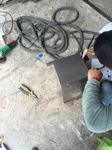 自制柴火灶-大功告成,方形的炉子好收纳,不浪费空间   完成了柴气灶的制作,希...
