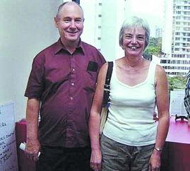 ,获假释出狱的夫妻恩断义绝.62岁的约翰表示,自己在英国无家可归...