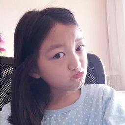9岁李嫣自拍视频教网友化妆 玩变装秀扮明星