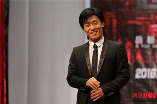 ...《超级保镖》是导演岳松耗时三年,自编、自导、自演、自剪、自配...