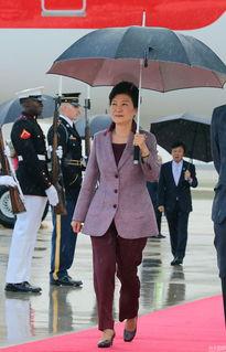 当地时间2015年10月13日,韩国总统朴槿惠乘专机抵达美国首都华盛...
