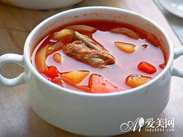 加入番茄,再煮20分钟,调味后即可食用.