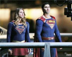 人和超人要携手对抗一名大反派,在片场照中,大反派也