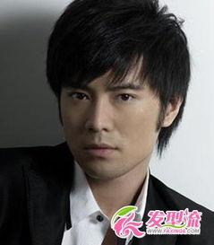 2015酷帅男生刘海发型图片 男生刘海发型图片 3