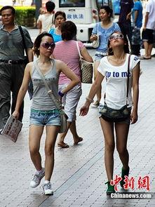 街拍超短牛仔裤少女 商场牛仔裤女人视频 夏日牛仔短裤街拍 街拍超短...
