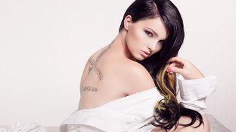 美女图片壁纸有纹身的 纹身美女壁纸图片 2