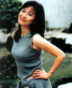 俞飞鸿毕业于北京电影学院,因电视剧《牵手》而成名,后接拍多部...