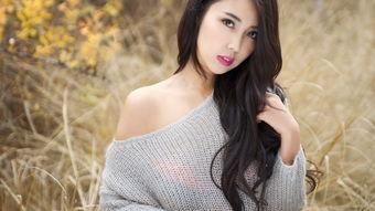 室外秋天毛衣美女图片摄影高清壁纸下载
