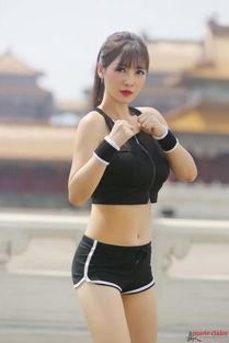 粉,可见优美的线条对女生多么重要.当然啦去健身也要穿的好看,挥...