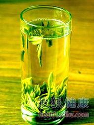 花核湿揉捏-茉莉花茶在绿茶的基础上加工而成,特别是高级茉莉花茶在加工的过程...
