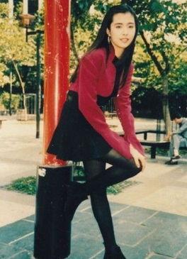王祖贤 亚洲第一美腿 旧照曝光 丝袜装扮很摩登