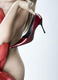 鸡眼素材-...后的健康隐患(资料图)-警惕 时髦鞋子背后的隐患