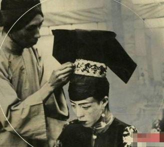...朝时期,作为离我们最近的一个封建王朝,很多文化和习俗依旧还...