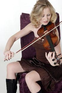 拉小提琴的金发美女图片素材图片 1939320