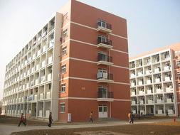 学校受南京军区委托招收国防生.... 教授103人、副教授和其他副高级...