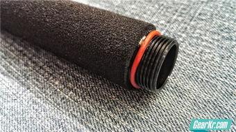 断獠-手柄节与尾盖结合的螺纹处同样套有红色橡胶圈,其作用也是放置尾盖...