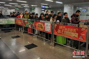 ...当日,北京西站预计到达旅客将超20万人次,在西站出站口与地下一...