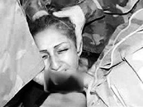 注,美国大兵像牵狗一样用皮带牵着赤身裸体的伊拉克囚犯的照片引起...