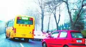 野马鲁最新在线视频新址-正在制定中的校车全安全条例中,明确提出了校车享有优先通行权,其...