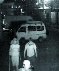 摄影摄像-4日夜监控录像拍下歹徒-三商铺凌晨遭持棍男袭击