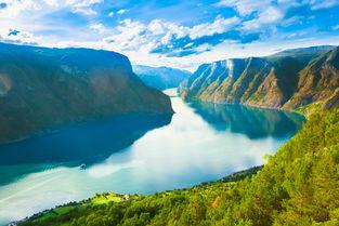 伟而悠扬,令人永生难忘,是人生必游景点之一.您可自行乘坐松恩峡...