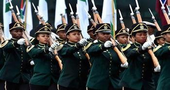 ...1200名南非军人参与阅兵.(图片来源:南非政府新闻网)-南非庆...