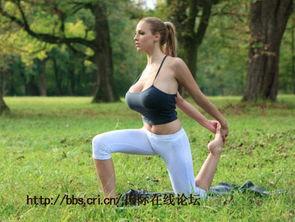 人间胸器 德国美女乔丹 卡佛 真空练瑜伽性感爆乳