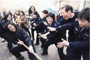 """...以强身健体的方式迎接""""三八""""国际劳动妇女节的到来.图为女民警..."""