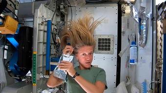...SA公布了国际空间站上的美国女宇航员卡伦·尼贝里录制的示范太空...