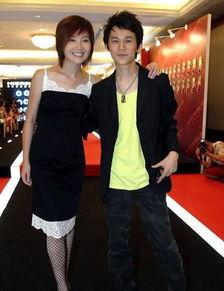 ...趣的话题.他与美丽妻子王菁的甜美爱情一直不被外界所知,而王菁...