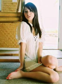 日本当红少女佐佐木希 运动写真尽显清纯