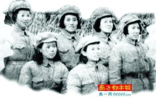 ...战士.前排中为东江纵队司令员曾生的夫人阮群英.资料图片-情报员...
