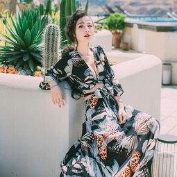 巴厘岛之旅唐艺昕美腻了 身穿薄纱透视连衣裙, 好身材一览无余